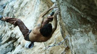 Joven sufrió terrible caída mientras subía por acantilado en Grecia