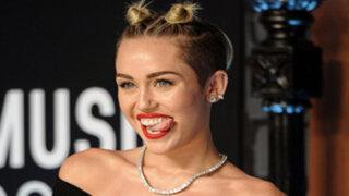 Estados Unidos: captan a Miley Cyrus besando a modelo Stella Maxwell
