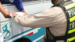 Conductor de combi intentó coimear a policía durante operativo