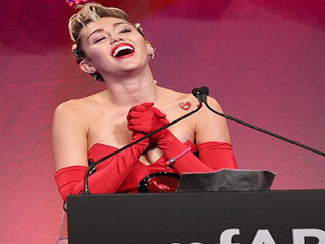 Miley Cyrus se ofrece a limpiar casas desnuda en un evento benéfico