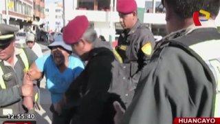 Huancayo: heladera se resiste a detención tras armar escándalo en la calle