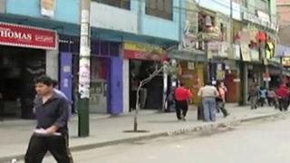 Retiran ambulantes del emporio de Gamarra