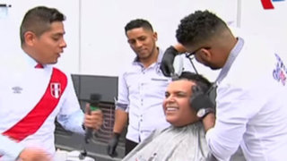 Andrés Hurtado y decenas de hinchas copiaron cortes y peinados de futbolistas