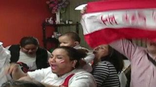 Así vivieron la victoria de Perú ante Paraguay las familias de Advíncula y Gallese