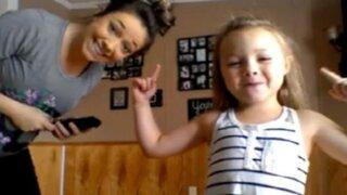 Mira la divertida coreografía entre madre e hija que es viral en YouTube