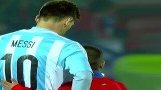 Lionel Messi se sacó un triste 'selfie' con niño chileno tras perder la final de la Copa América