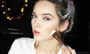 Vloguera se quitó el maquillaje y realizó video con insultos que recibe por su acné
