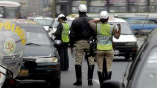 Policía de Tránsito invade carril y provoca choque en Puno