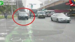 WhatsApp: malos conductores invaden ciclovía para evitar semáforo en el Cercado de Lima