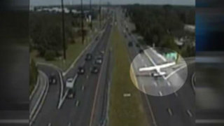 EEUU: avioneta aterriza en carretera de Nueva Jersey