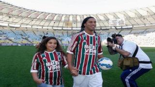 Ronaldinho fue presentado por Fluminense y ovacionado por los hinchas en el Maracaná