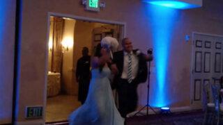 VIDEO: novio noquea de una patada a novia durante acrobático baile de bodas