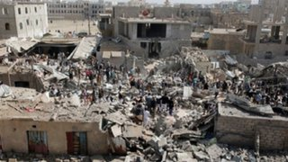 Ataque aéreo en Yemen deja 55 muertos y decenas de heridos
