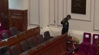 VIDEO : efectivos policiales de la UDEX revisaron escaños de congresistas