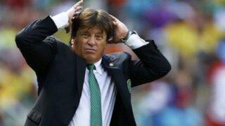 Miguel Herrera fue destituido como entrenador de México por golpear a periodista