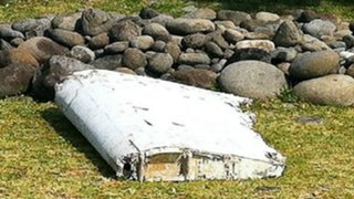 Hallan restos de avión que pertenecerían al Malaysia Airlines