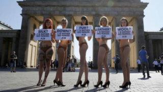 Activistas protestan semidesnudas en todo el mundo contra la ropa de piel de cocodrilo