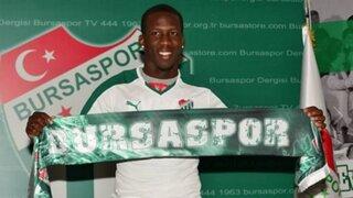 Luis Advíncula ya es oficialmente nuevo jugador del Bursaspor de Turquía