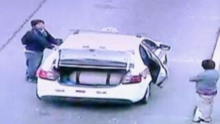 Jorge Chávez: 'jaladores' cubren placas de taxis y burlan cámaras de seguridad
