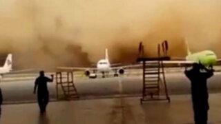 """Impactantes imágenes: una tormenta de arena """"se tragó"""" un aeropuerto"""
