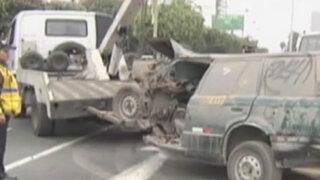 Municipio de Surco retira vehículos abandonados en la vía pública