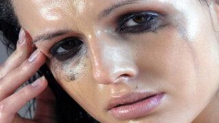 """Vio a su esposa sin maquillaje y la denunció por """"daños psicológicos"""""""