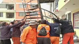 Callao: autoridades retiraron escaleras en la vía pública en Bocanegra