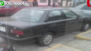 """""""Conductores faltosos""""  se estacionan bloqueando rampa para discapacitados"""