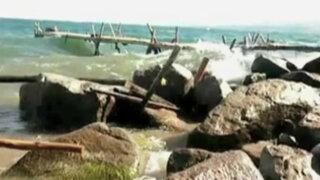 Puno: turistas atemorizados por inusuales olas en el lago Titicaca