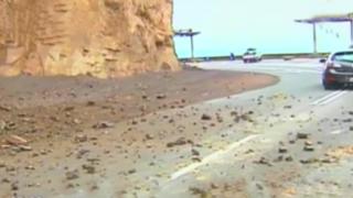 Chorrillos: deslizamiento de piedras dificulta acceso a playa La Herradura