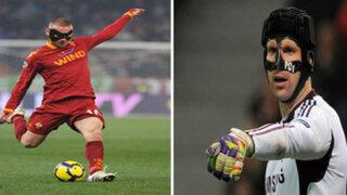 FOTOS : 10 futbolistas que usaron máscaras de protección para jugar
