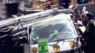Huancayo: excavadora cae sobre combi y mata a mujer