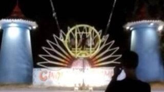 VIDEO: tremendo susto se llevaron dos jóvenes tras subirse al globo de la muerte