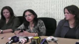 Ministra de la Mujer ayuda a esposos en adopción a niño