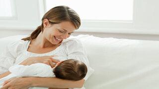 Facebook : foto de mujer que amamantó a un hijo ajeno genera polémica