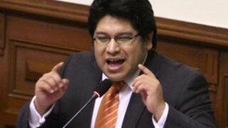 Congresista Rennán Espinoza publica imagen homofóbica contra Carlos Bruce
