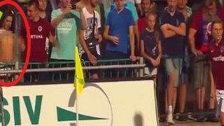 VIDEO: captan a bella hincha haciendo topless en pleno partido de fútbol