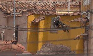 Ciclista sorprende con acrobacias extremas en calles del Cusco