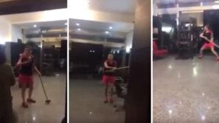 China: no le gustó su corte de cabello y destruyó el salón de belleza