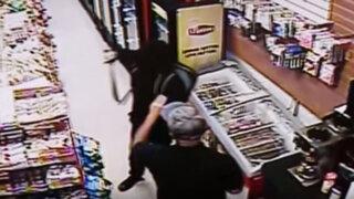 VIDEO: quería robar una tienda con un machete pero se llevó una terrible sorpresa