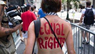 EEUU: realizan protestas tras prohibición de topless en Times Square