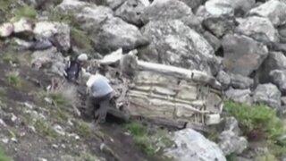 Caída de vehículo a abismo deja tres muertos y diez heridos en Pasco