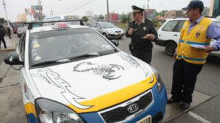 Colectivos informales invaden la avenida Arequipa