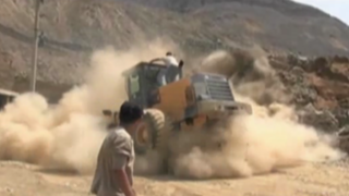 Huarochirí: hombres se salvan de morir tras desplomarse muro