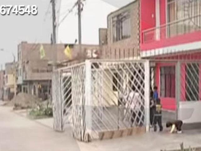 Pese a campaña, Vecinos sin límites no retiran escaleras ni rejas de las veredas