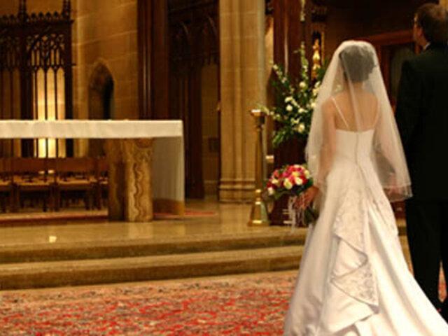 Insólito: novios fueron a la Iglesia para casarse pero el cura nunca llegó
