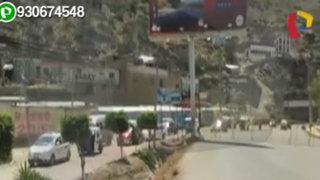 Tras cierre de avenida Universitaria autos circulan por pista en mal estado