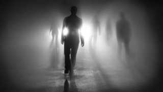 Nirvana Esotérica: La mujer que escucha las voces de los muertos