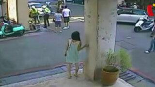 Aparatoso accidente vehicular deja dos heridos graves en China