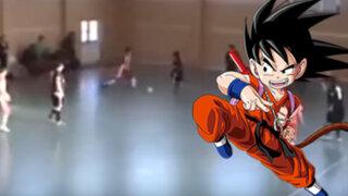 VIDEO: jugador de futsal se cree Goku y aplica espectacular patada a su rival